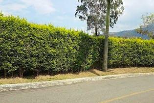 Lote en parcelación en Cuenca Verde-Copacabana, con 5929 mt2.