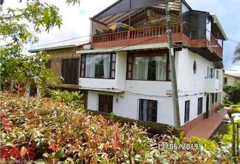 Casa en venta en El Porvenir de 4 hab. con Solarium...