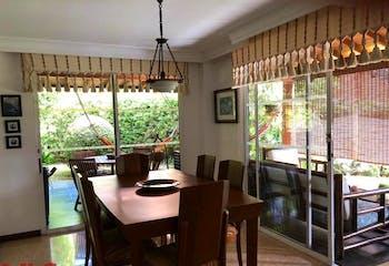 Apartamento en San Lucas, Poblado - 235mt, tres alcobas, jardín