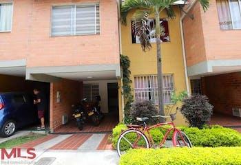Casa en Itagüi, Yarumito- 150mt, cuatro alcobas, jardín interior