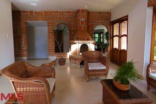 Casa en San Antonio de Pereira, Rionegro, cuenta con seis habitaciones, chimenea