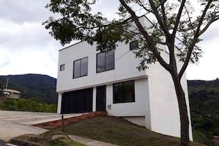 Casa en La Doctora, Sabaneta - 350 mts, 4 pisos.