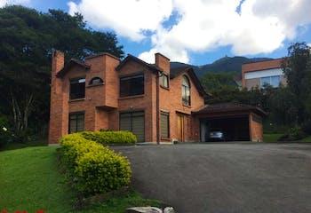 Casa en venta en Loma Del Escobero de 4 hab. con Solarium...