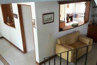 Casa en Loma de San Jose, Sabaneta, 3 Habitaciones- 270m2.