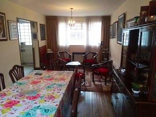Un dormitorio con una cama una silla y un televisor en No aplica