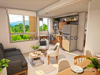 Una sala de estar llena de muebles y una gran ventana en Piemonti