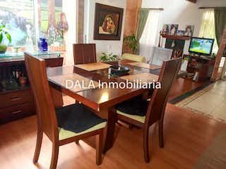 Una sala de estar llena de muebles y una televisión de pantalla plana en Casa en venta en Casco Urbano Cota con acceso a Zonas húmedas