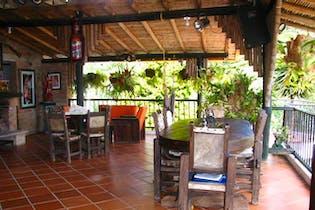 Finca en V. Potreritos, San Antonio de Prado -400mt, tres alcobas, jacuzzi