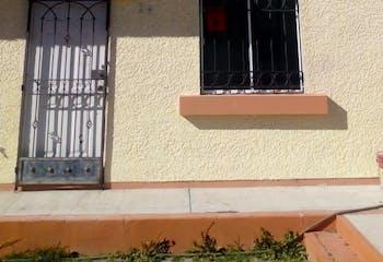 Casa en venta en Villa del Real de 74mts, dos niveles