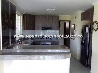 Una cocina con nevera y fregadero en CONDOMINIO CAMPESTRE VILLA ALEGRE 6