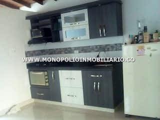 Una foto de una cocina con microondas en CASA PARA LA VENTA EN MEDELLIN - TEJELO COD: 8703