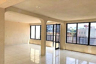 Casa en venta en Lomas Anáhuac de 348mts, tres niveles