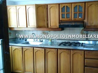Una cocina con una estufa y un fregadero en TORREON 301