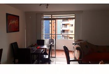Apartamento en venta en Loma De Los Bernal con acceso a Jardín
