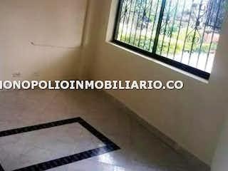 Una foto en blanco y negro de una sala de estar en Casa en venta en  Andalucia, Caldas - 3  alcobas