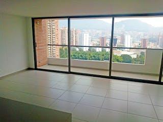 Una vista del horizonte de la ciudad desde una ventana en BALUARTE