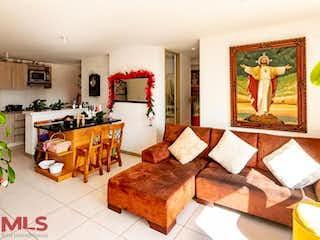 Una sala de estar llena de muebles y una pintura en Terranova