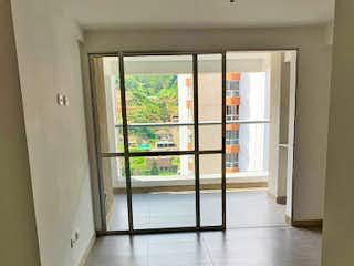 Una vista de un pasillo desde un pasillo en -