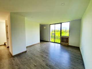 Una sala de estar con un suelo de madera dura en Casa en Chia, Cundinamarca - Tres alcobas