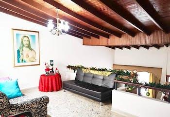 Casa en Los Colores, Medellín, con 6 habitaciones- 420mt2