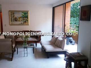 Una sala de estar llena de muebles y una ventana en BALCON DEL SUR 504