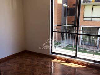 Una habitación que tiene una ventana en ella en EL PALMAR