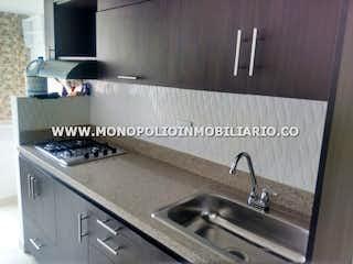 Una cocina con lavabo y microondas en PLAZA NAVARRA 2030