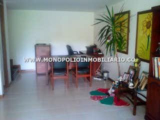 Un grupo de personas sentadas en una habitación en LAS CASAS DE SAUSALITO 147