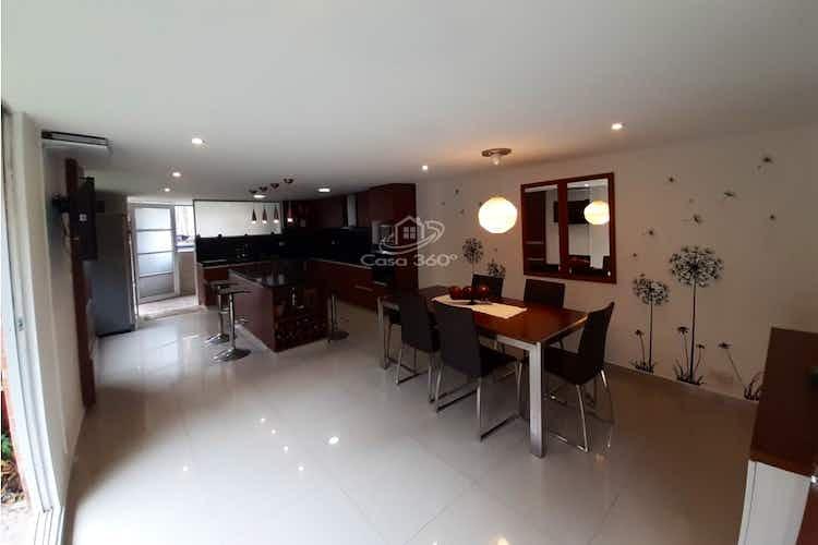 Portada Casa en venta en Casco Urbano Cota de 270 mt2, con 3 niveles.