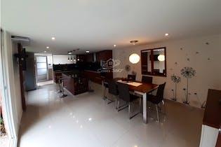 Casa en venta en Casco Urbano Cota de 270 mt2, con 3 niveles.