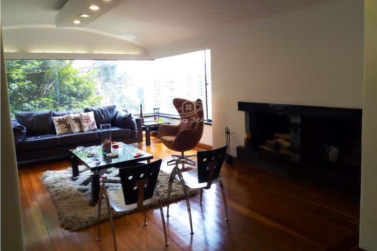 Portada Apartamento en venta en Barrio Niza de 285 mt2. con chimenea