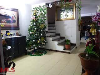 Una habitación con un árbol de navidad en ella en Casa Jardín