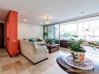 Una sala de estar llena de muebles y una planta en maceta en las santas