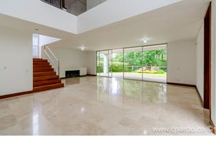 Casa 2 Niveles- 679 mts2-Ubicado en el Poblado-San lucas,3 Habitaciones.