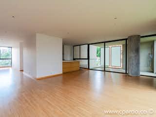 Una sala de estar llena de muebles y un suelo de madera dura en SECTOR MALL DRIVE IN