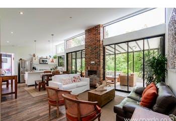 Casa 6000 mts2- area privada 381 mts2- Ubicado en el Retiro-Caravanchel,4 Habitaciones.