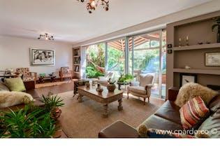 Casa Area: 226 m2 + 20 m2 de Terraza mts2-Ubicado en el Poblado-Zona transversal Inferior,3 Habitaciones.