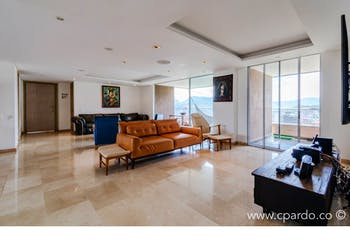 Apartamento 242 mts-Ubicado en el Poblado-El tesoro,3 Habitaciones.