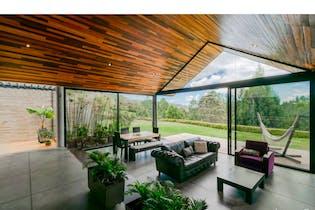 Casa Lote: 4.367 m2 Área Casa: 221 m2-Ubicado en Envigado-Alto de las palmas,3 Habitaciones.