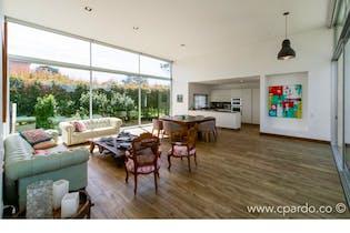 Casa Finca Área lote: 1960 mts2- construida 550 mts2-Ubicada en Rionegro-Llano Grande,4 Habitaciones.