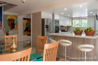 Casa en El Poblado-El Tesoro, con 4 Habitaciones - 226 mt2.