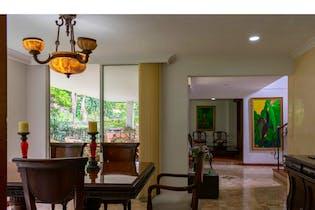 Casa en Envigado-Loma Benedictinos, con 4 Habitaciones - 409 mt2.