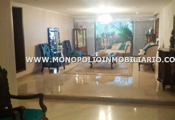 Apartamento en venta en Los Balsos de 4 hab. con Piscina...