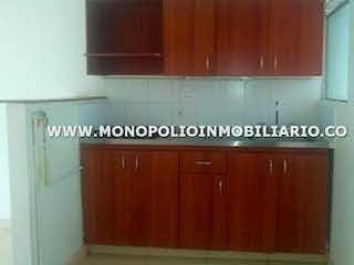 Una cocina con armarios de madera y un armario de madera en No aplica