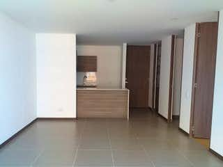 Una habitación que tiene un suelo de madera en ella en Apartamento en Loma del Escobero, Envigado - Una alcoba