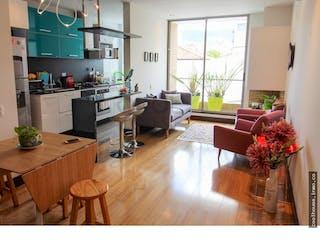 Una sala de estar llena de muebles y una planta en maceta en Apartamento en Chico Navarra, Santa Barbara - 60mt, una alcoba, balcón