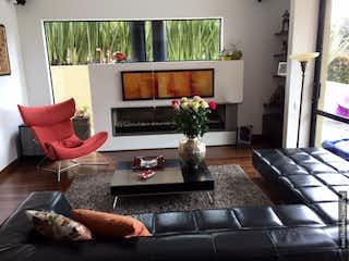 Una sala de estar llena de muebles y una chimenea en Arboretto