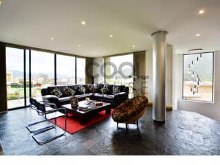 Una sala de estar llena de muebles y una ventana en Casa de Campo