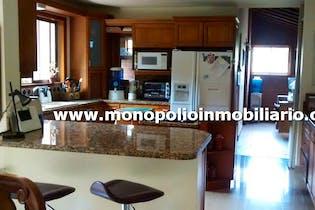 Casa finca en Loma del Chocho, Envigado - 400mt, cuatro alcobas, jacuzzi
