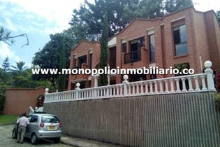 Casa en venta en Loma De Benedictinos de 4 alcobas
